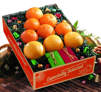 Oranges, grapefruit and specialties arranged in the shape of a Christmas tree.
